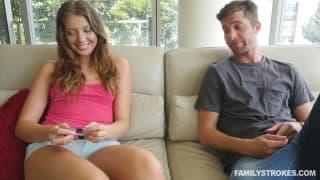 Elena Koshka ama transar com seu namorado!