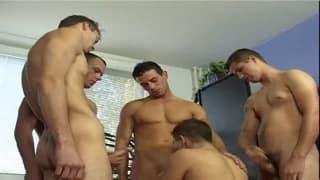 Uma orgia gay com muito sexo anal!