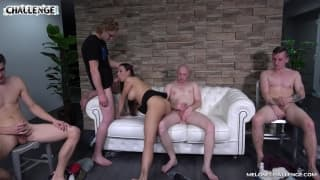 Duas mulheres gostosas para quatro homens