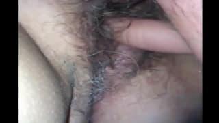 Esta mulher madura desfruta de masturbação!