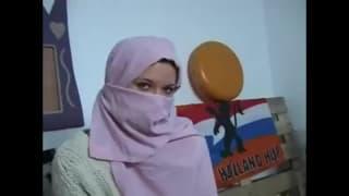 A jovem Rubi vem de Tunisia