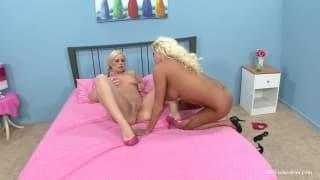 Nikita e Tara duas lésbicas excitantes