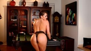Tori Black é uma bela pornstar se masturbando!