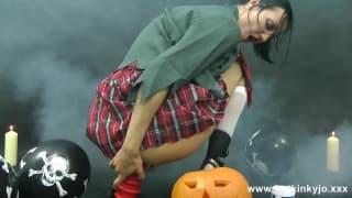 Uma estudante no Dia das Bruxas com sexo