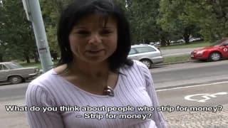 Ela gosta de ganhar dinheiro fazendo sexo