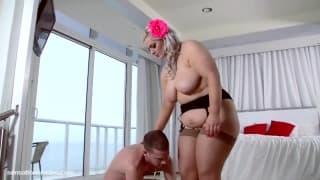 Klaudia Kelly gosta de ser fodida com força!