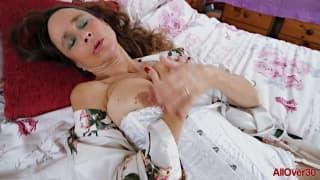Josie posie é uma cougar se masturbando!