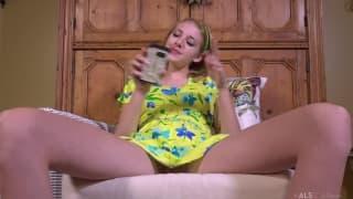 Lena Anderson numa boa sessão de masturbação!