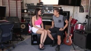 Valentina Nappi quer sexo com um músico