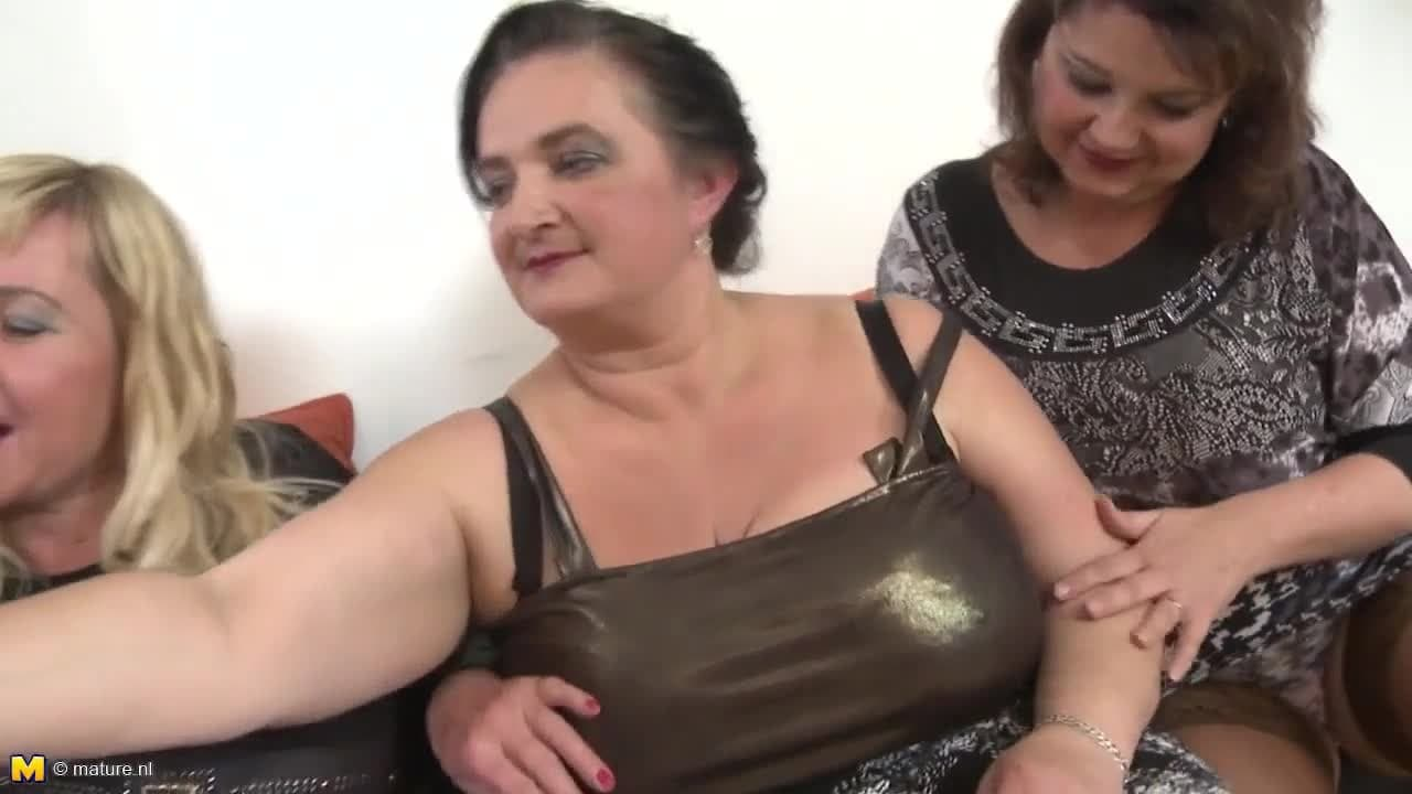 Avos Brasileiros Porn Videos três velhas desfrutam da mesma rola! - boafoda