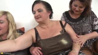 Três velhas desfrutam da mesma rola!