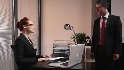 A secretária tem o que quer com sua buceta