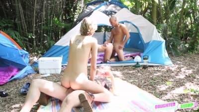 Alyssa e Haley serão fodidas no acampamento!