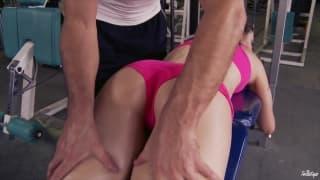 Seus exercícios aquecem até a sua buceta