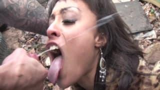 Várias cenas de gozadas faciais com putas!