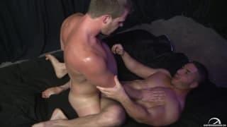 Sexo gay entre Brian Bonds e Marc Dylan