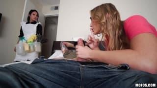Blair e Megan mostram quem chupa melhor