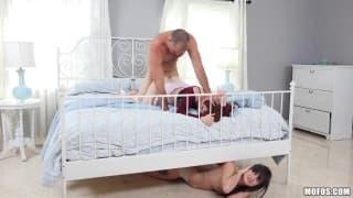 Ela quase o apanhou fodendo a amante dele
