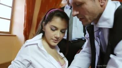Valentina é apanhada a chupar um cacete