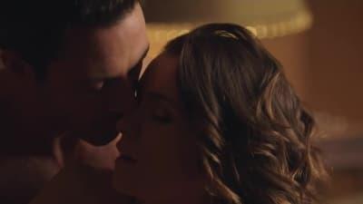 Ashlynn Yennie é submissa nesta cena de sexo