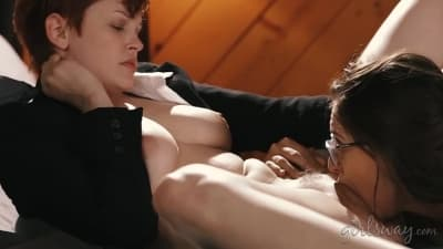 Lésbicas escaldantes tendo muito prazer