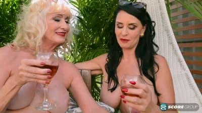 Sexo em trío com Leah Lamour e Rita Daniels