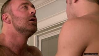 Três gays tesudos fodendo em casa juntos