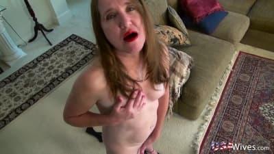 Mulher madura tocando sua vagina com prazer!