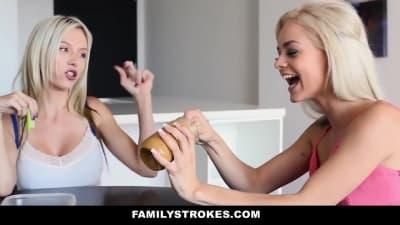 Metendo o cacete na boca da meia-irmã