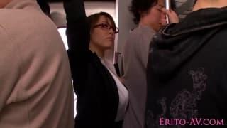 Ela é fodida em um transporte público