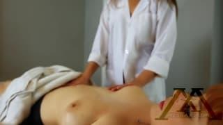 Em busca de massagem relaxante fez um lesbo