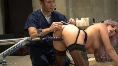 Vyxen Steel foda anal com máquina sexual BDSM