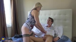 Velvet Skye numa troca de sexo oral