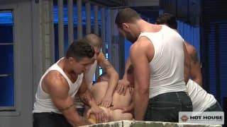 Uma orgia entre gays para ficar muito excitado